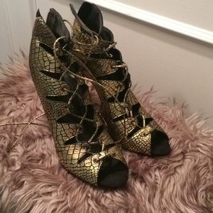Schutz caged Sandals size 9.5 Gold and Black